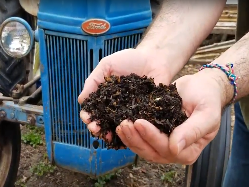 FCKC_compost_in_hand_800x600